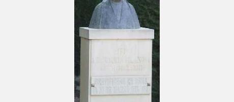 Img 1: Monumento a D. Joaquín Vilanova Camallonga