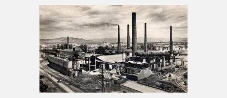 imagen de época de los altos hornos de Sagunto