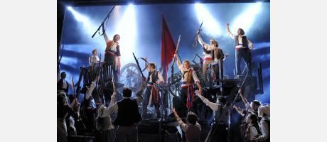 Escena de barricadas en los Miserables