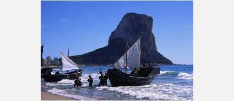 Las flota mora llega a la playa del Arenal