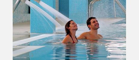 Una pareja en el spa