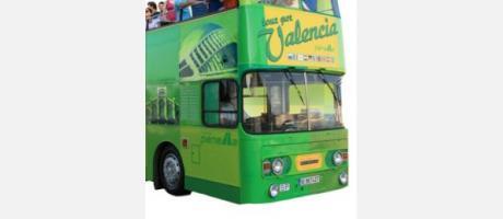 Imagen del autobús turístico verde