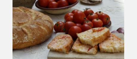 Tomates y pan