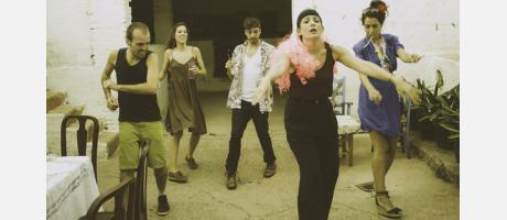 Actores bailando