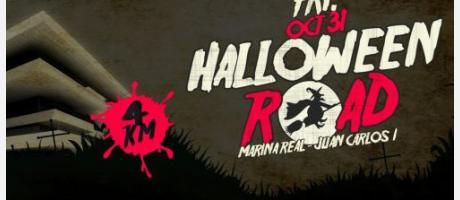 Sobre fondo oscuro letras en blanco y rojo de Halloween road