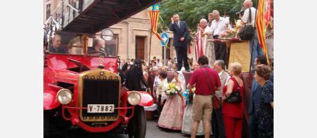 Imagen de un vehículo histórico en la tradicional bendición