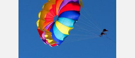 Parasailing en el cielo de Torrevieja