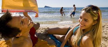 Playa de Levante de Benidorm e isla al fondo