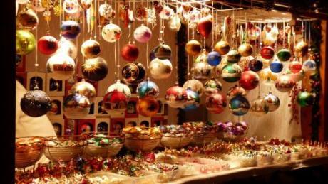 Feria de artesanía de Navidad en la Plaza de la Reina