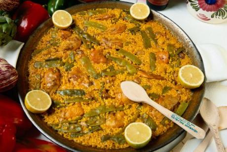 We will choose the best paella in the world in Sueca