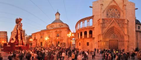 Imagen de la Plaza de la Virgen con la Ofrenda - Valencia