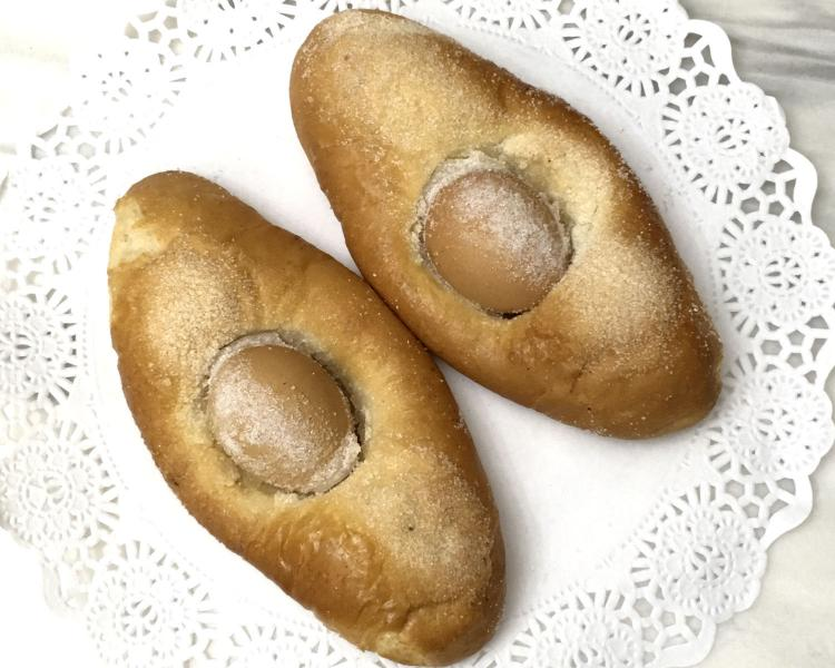 Huevos para la receta de la Mona