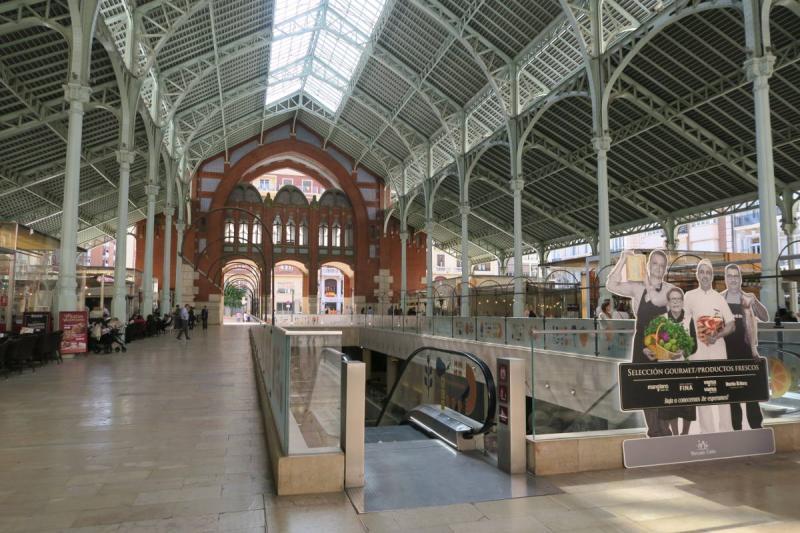 Interior Mercado Colón